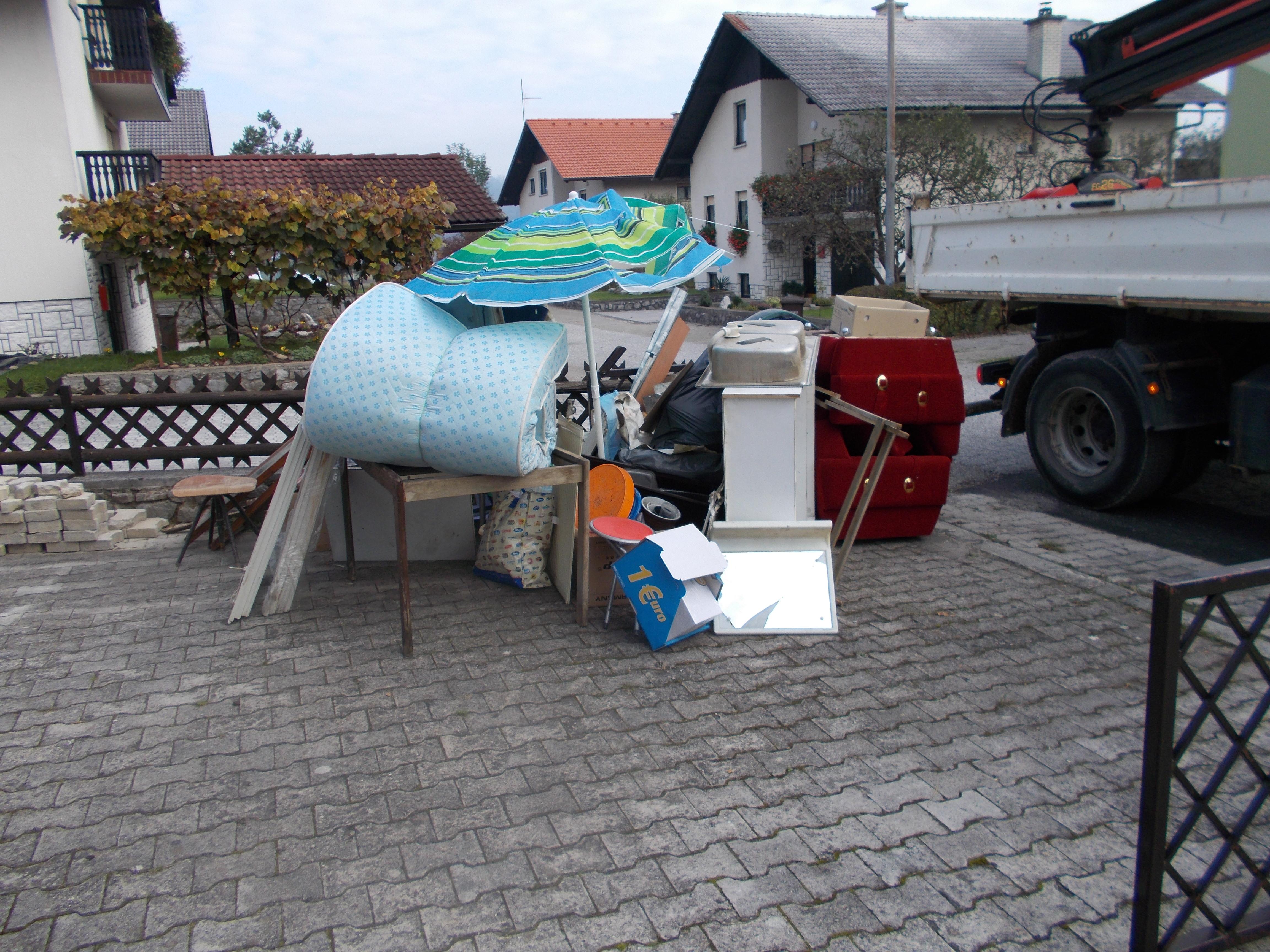 odpadki, pripravljeni za kosovni odvoz